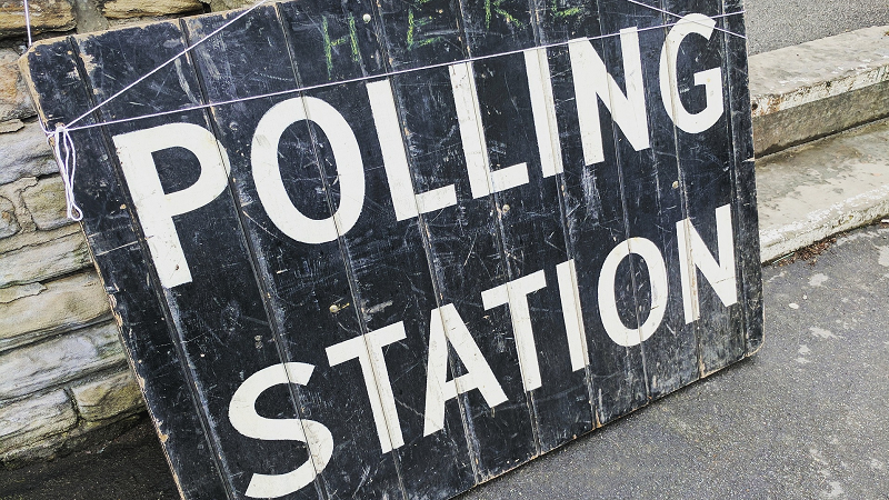 Image of a polling station sign outside a building