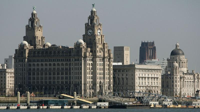 Image of the Liver Building and the river Mersey