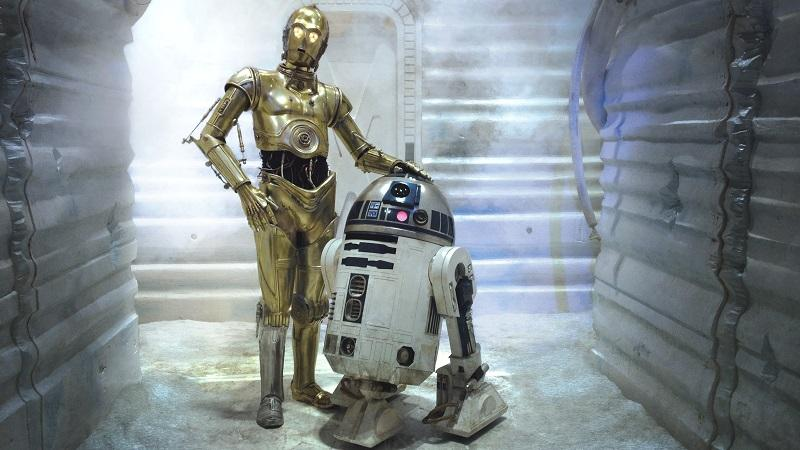 An image of the 'Star Wars' characters C-3PO and R2-D2 stood next to one another