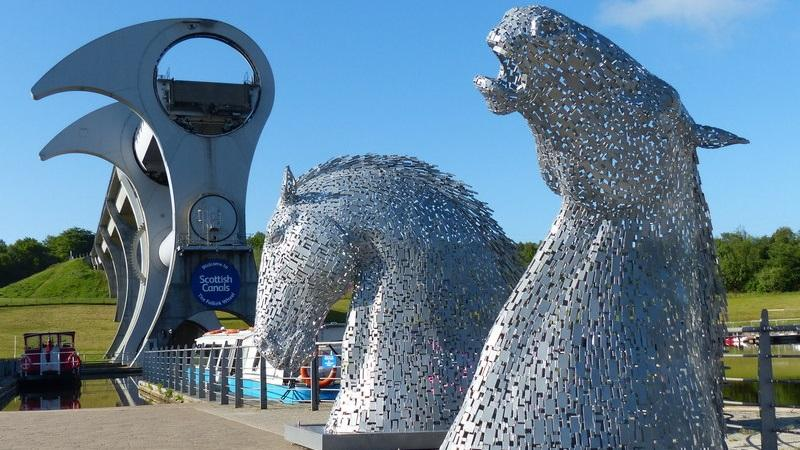 Am image of the Falkirk Wheel and the Kelpies sculptures
