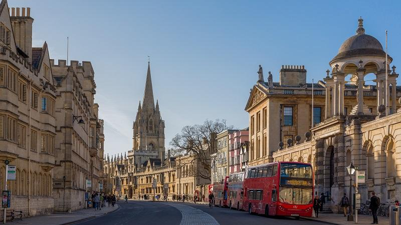 An image of buildings on Oxford High Street