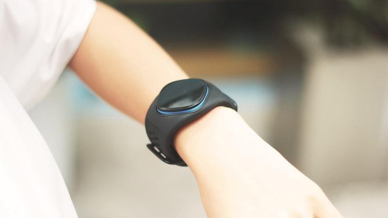 An image of a generic smart watch on a person's wrist